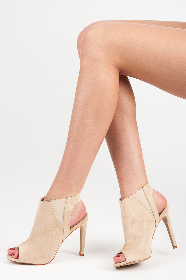 Béžové kotníkové sandály na podpatku