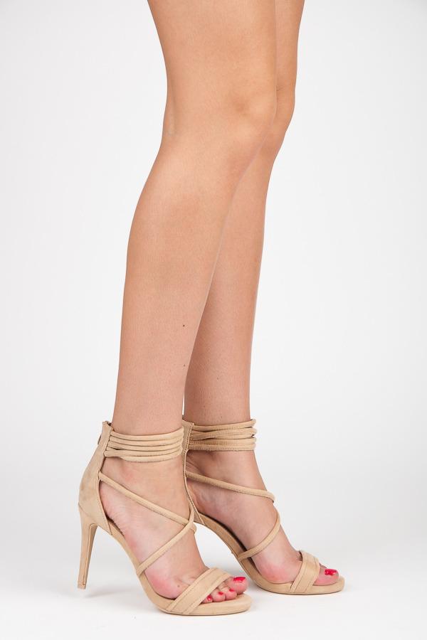 Béžové sandály na podpatku s vázáním