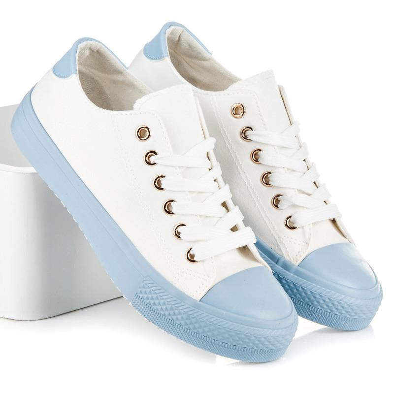 Bílé tenisky s modrou podrážkou