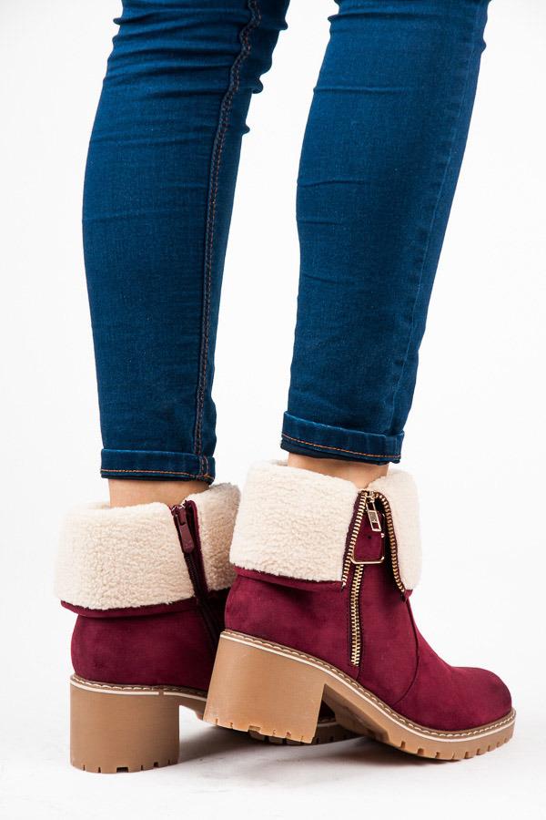 Červené kotníkové boty na podpatku s kožíškem