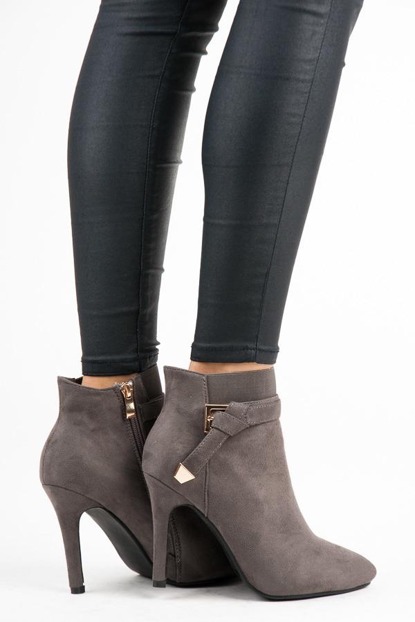 cdf335f95dc Dokonalé šedé kotníkové boty na jehlovém podpatku