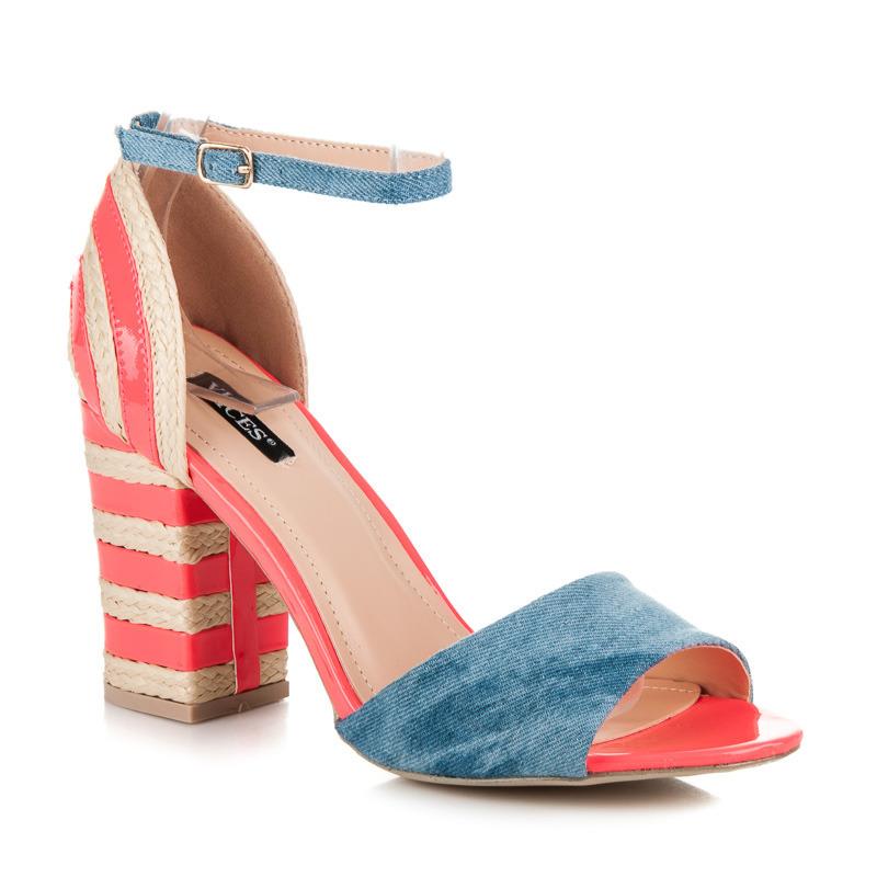 Džínové fuksiové sandály na podpatku