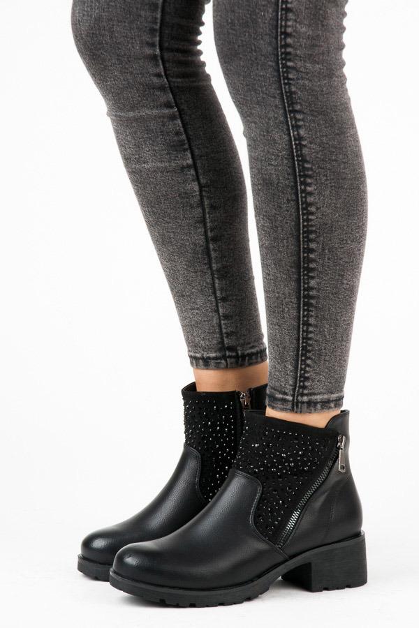 Efektní černé kotníkové boty s kamínky
