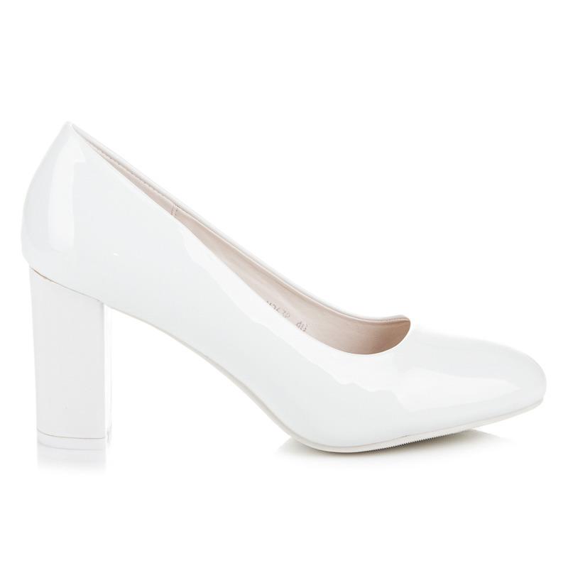 Elegantní bílé lakované lodičky na podpatku