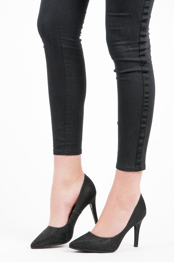 Elegantní černé textilní lodičky na jehlovém podpatku