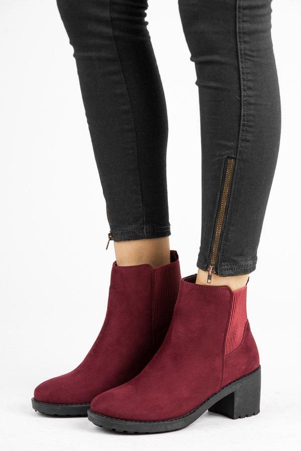 Elegantní červené kotníkové boty na podpatku