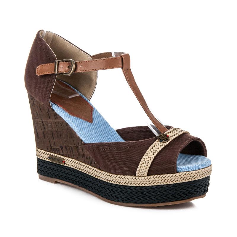 Letní hnědé sandály na klínu