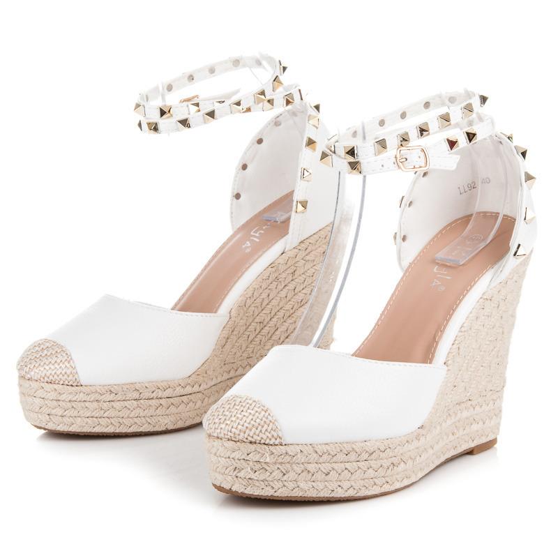 Letní trendy bílé sandály na klínu se cvoky