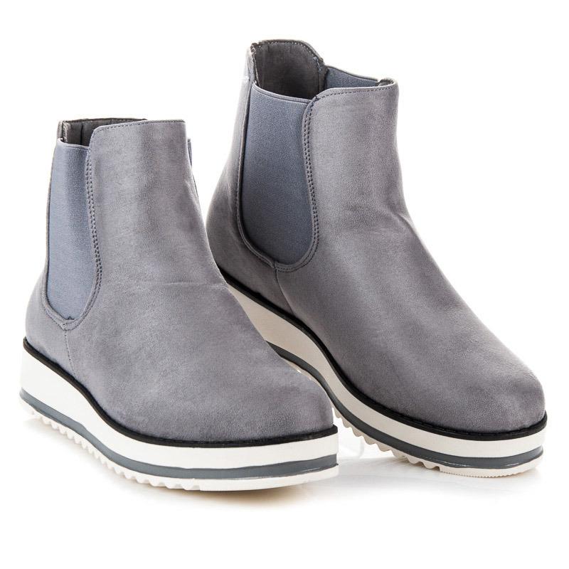Luxusní šedé kotníkové boty na bílé platformě