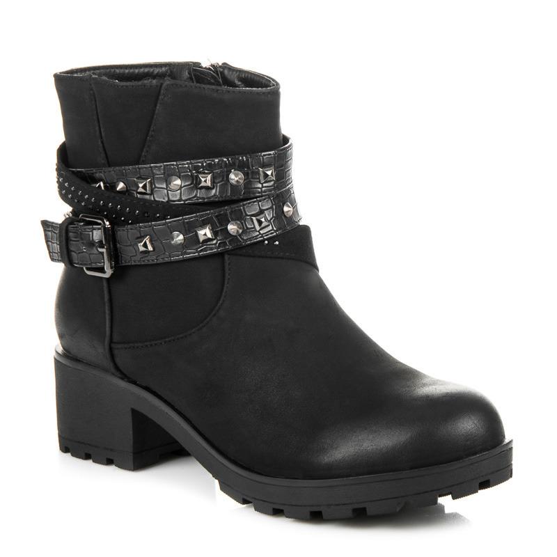 Módní černé kotníkové boty s ozdobnou přezkou