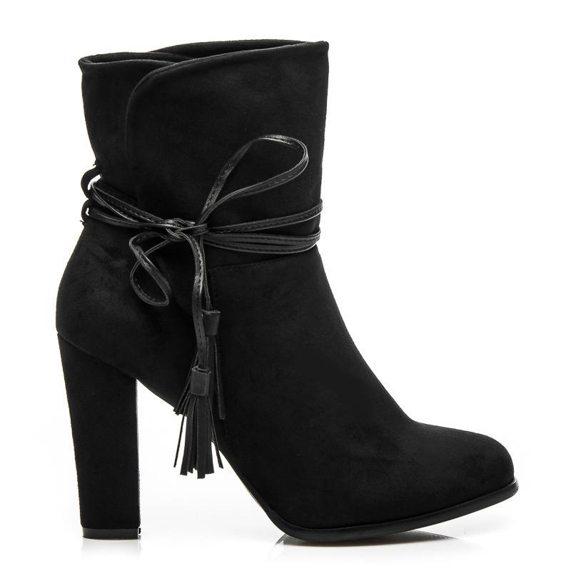Módní černé kotníkové boty s vázáním na boční straně