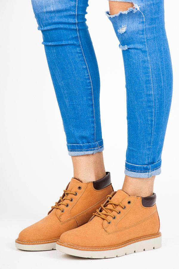 Nízké hnědé kotníkové boty na platformě