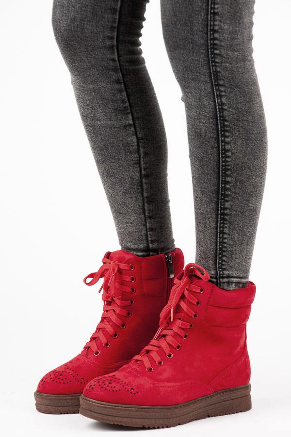 Pohodlné červené kotníkové boty na hrubé podrážce