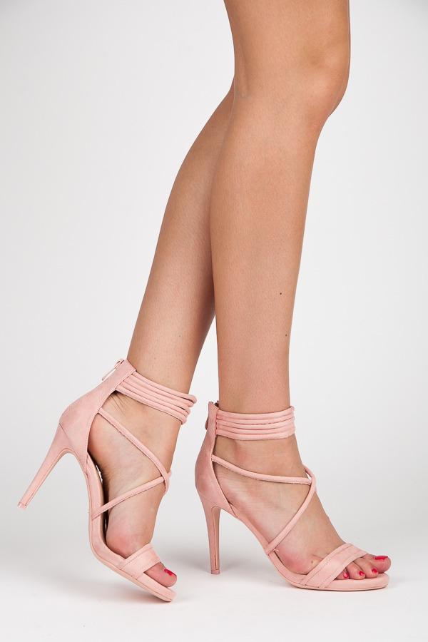 Růžové sandály na podpatku s vázáním