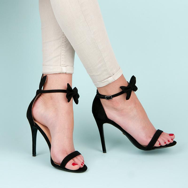 Semišové černé sandály s páskem okolo kotníku s mašlí  3e97aec79d