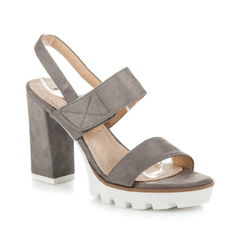 Semišové šedé sandály na podpatku a platformě