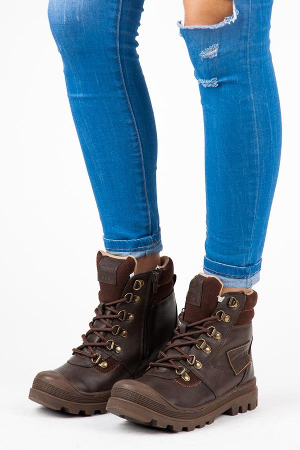 Sportovní hnědé kotníkové boty na hrubé podrážce