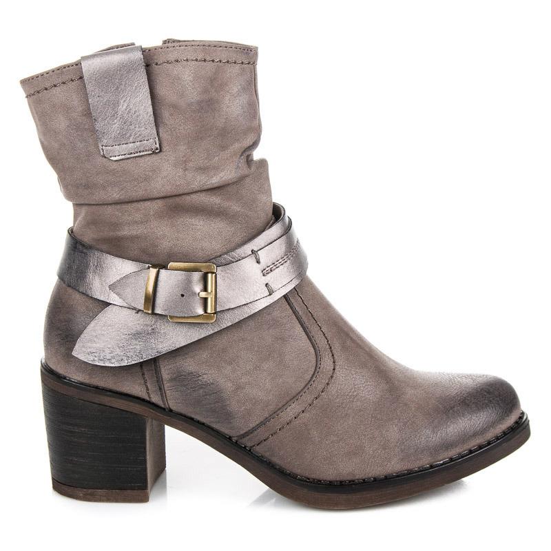 Stylové béžové kotníkové boty se stříbnou přezkou
