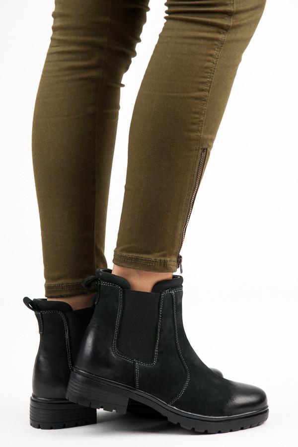 Stylové černé kotníkové boty s kontrasním prošitím