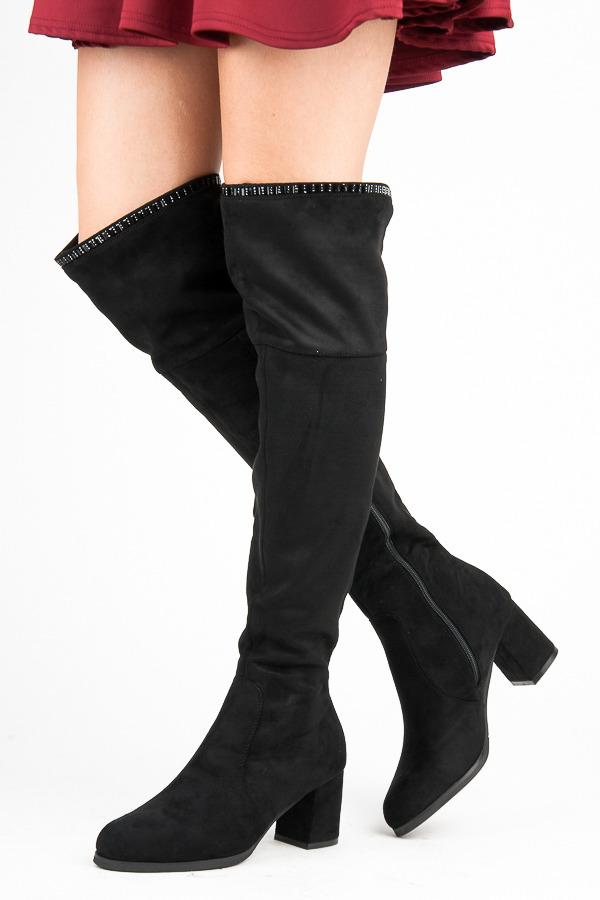 Stylové černé kozačky nad kolena