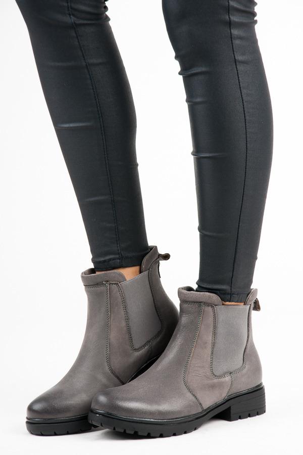 Stylové šedé kotníkové boty s kontrasním prošitím