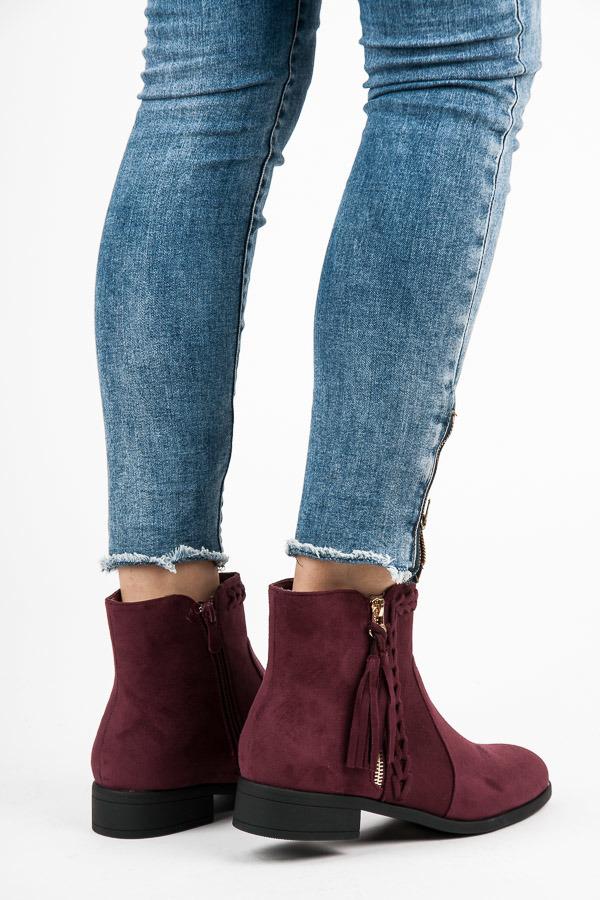 Stylové vínové kotníkové boty s třásněmi
