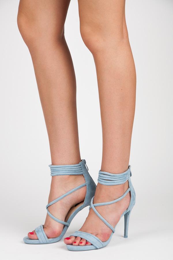 Světlé modré sandály na podpatku s vázáním