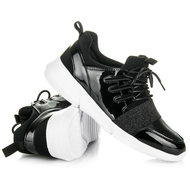 Trendy černé dámské tenisky v lakovaném designu