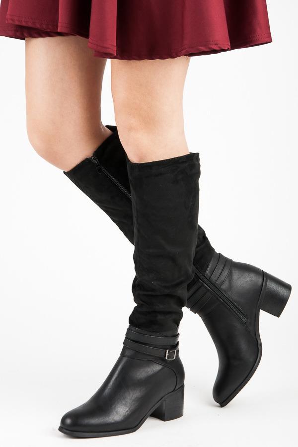 Vysoké černé kozačky na podpatku