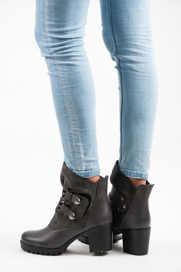 Vysoké šedé kotníkové boty na suchý zip