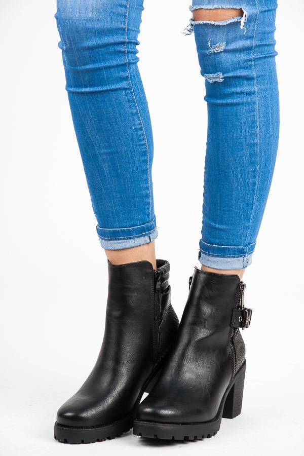 Černé vysoké kotníkové boty a platformě a podpatku  6015a7ef19