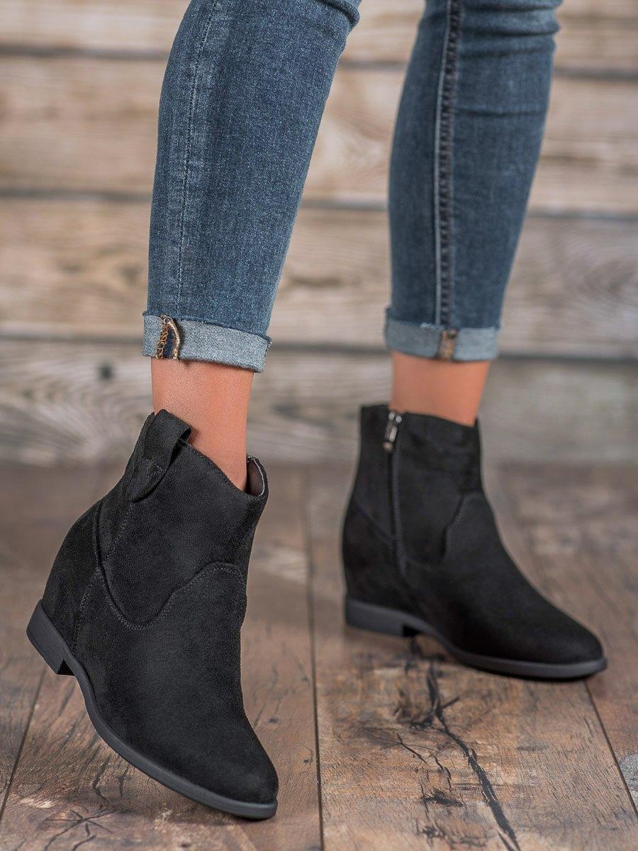 Designové kotníčkové boty dámské černé na klínku
