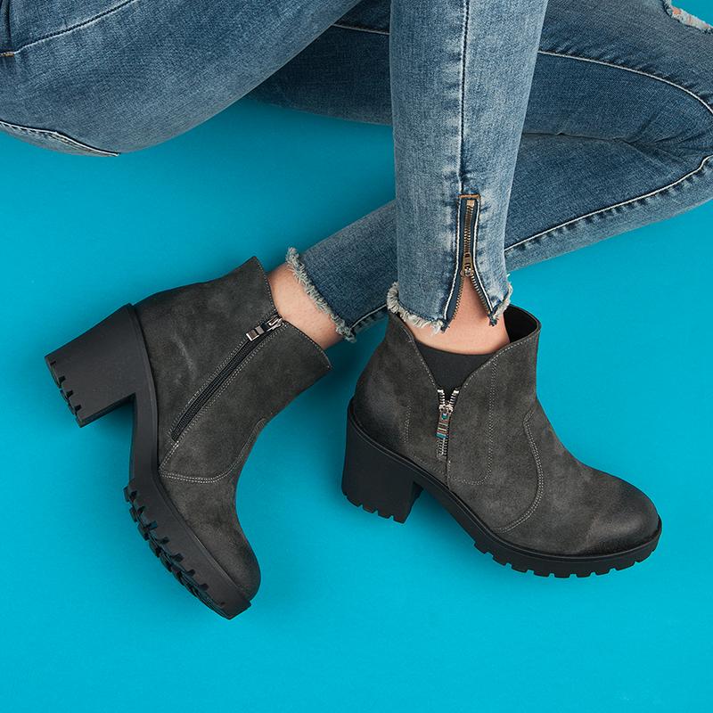 5e89d6e0dbe Elegantní šedé kotníkové boty na platformě na vyšším podpatku ...