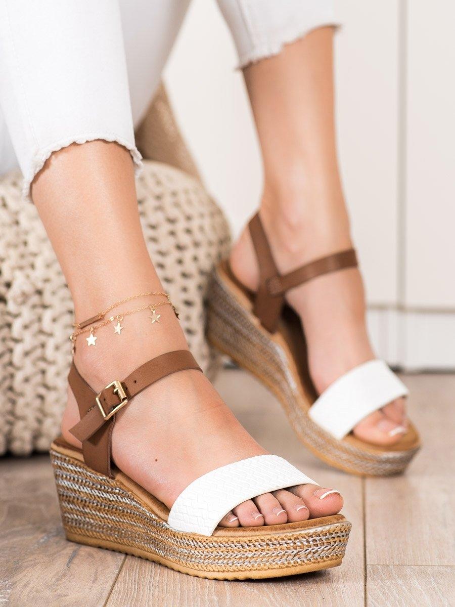 Exkluzívní bílé dámské sandály na klínku