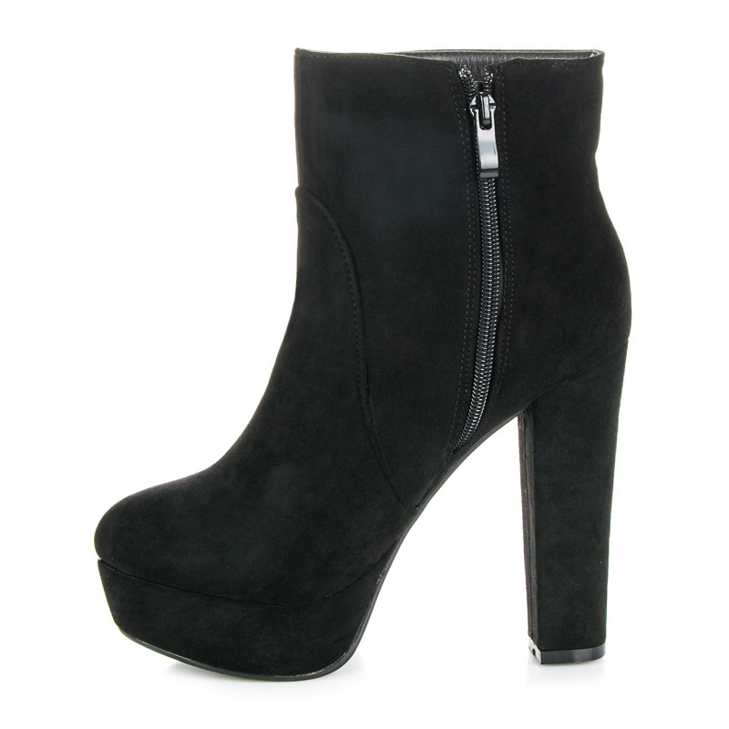 ... Klasické černé kotníkové boty na platformě a podpatku ... 7d8d1a313a