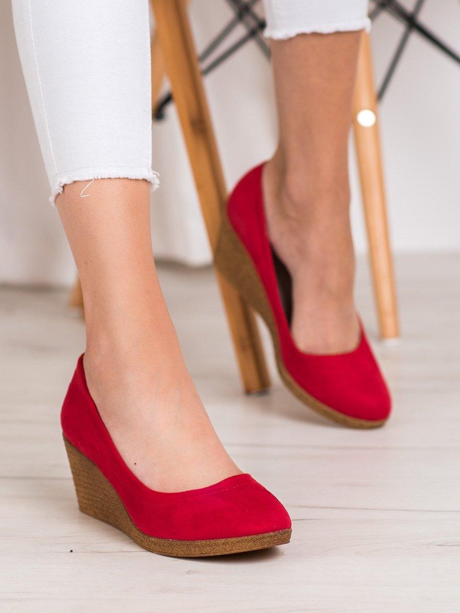 Klasické červené dámské lodičky na klínku
