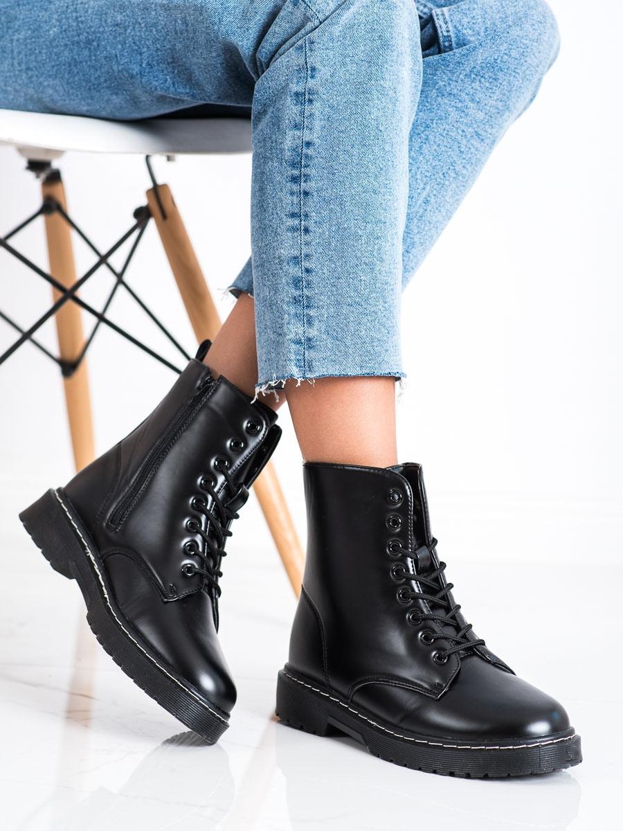 Komfortní černé kotníčkové boty dámské bez podpatku