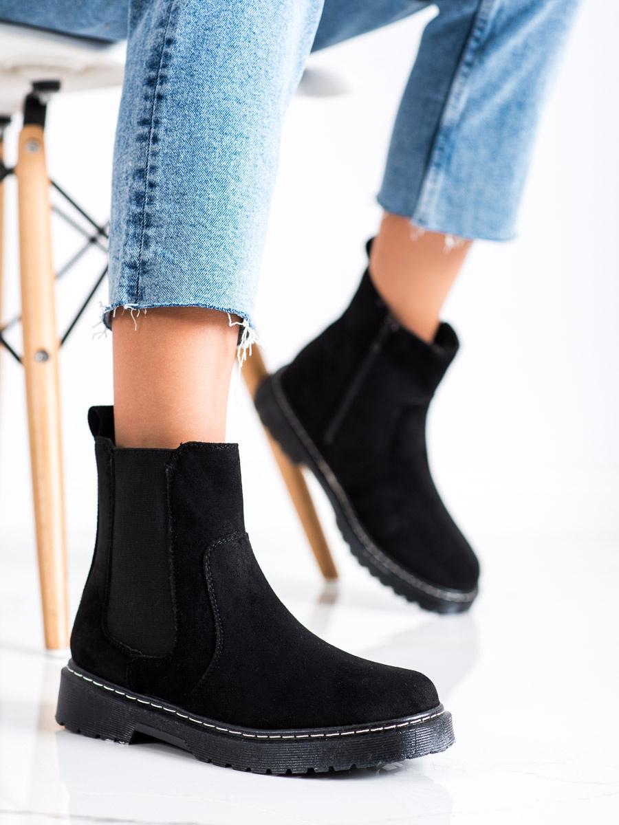 Komfortní kotníčkové boty dámské černé bez podpatku