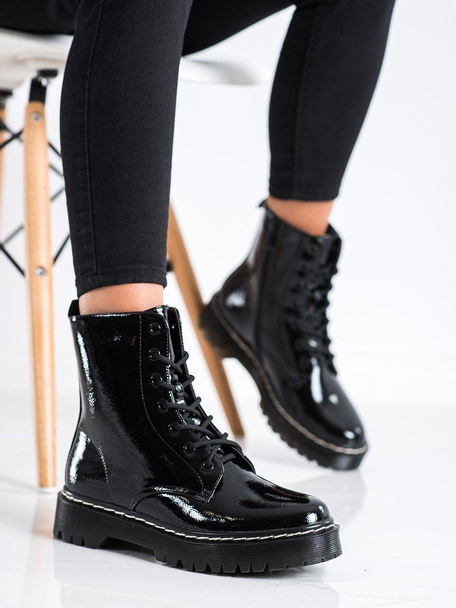 Krásné černé kotníčkové boty dámské bez podpatku