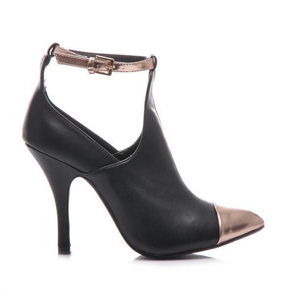 Krásné černé kotníčkové boty se zdobenou špičkou