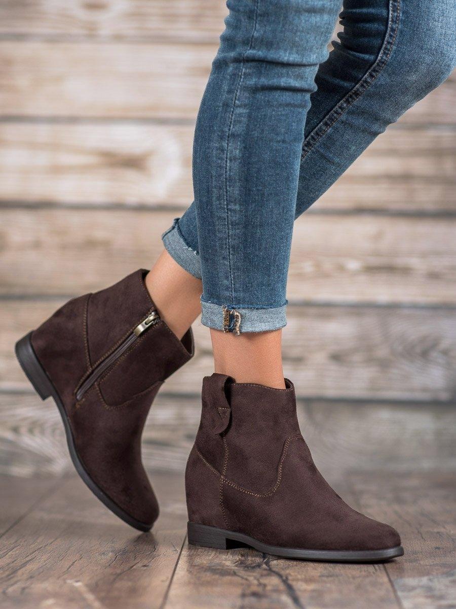 Krásné hnědé dámské kotníčkové boty na klínku