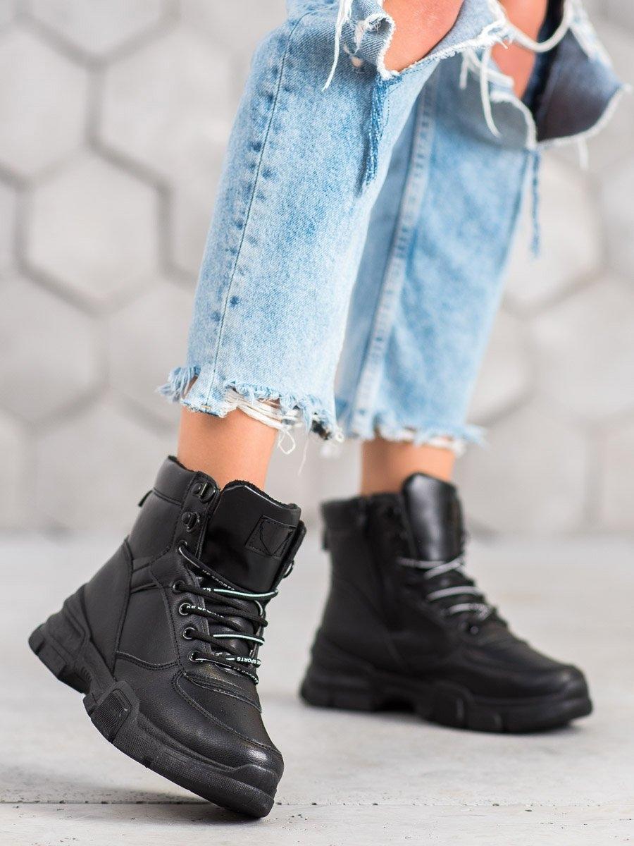 Luxusní černé kotníčkové boty dámské na klínku