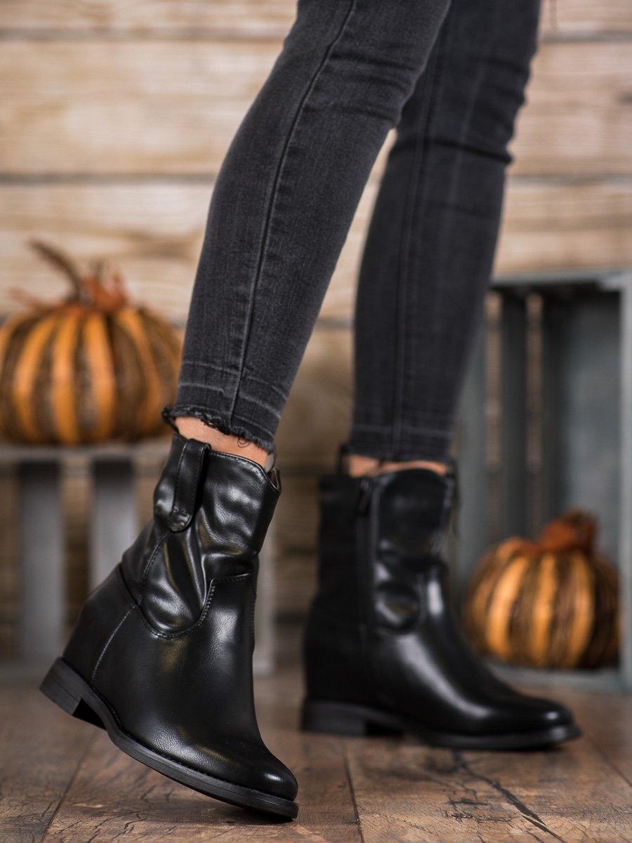 Moderní černé kotníčkové boty dámské na klínku