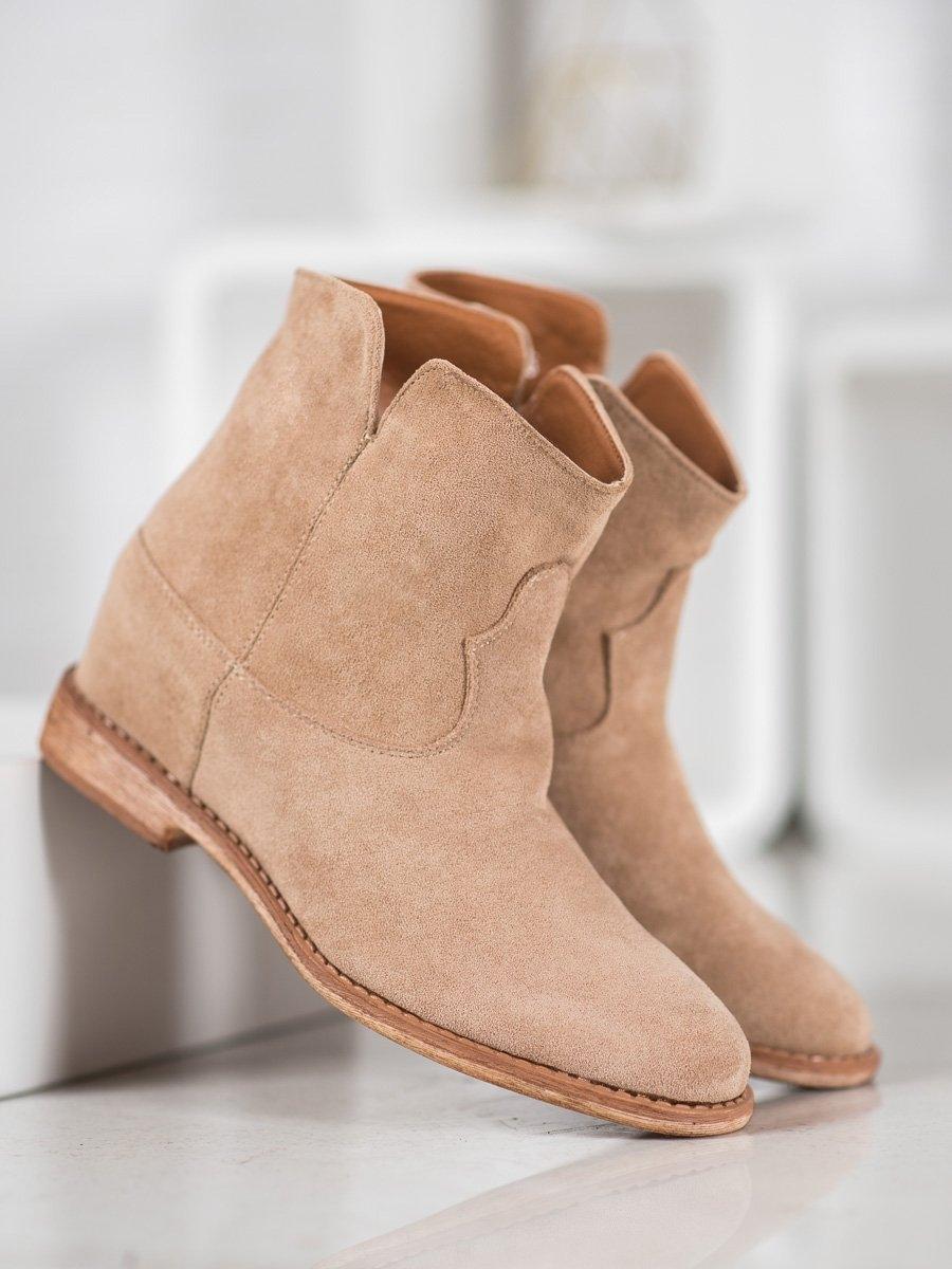 Moderní hnědé dámské kotníčkové boty na klínku