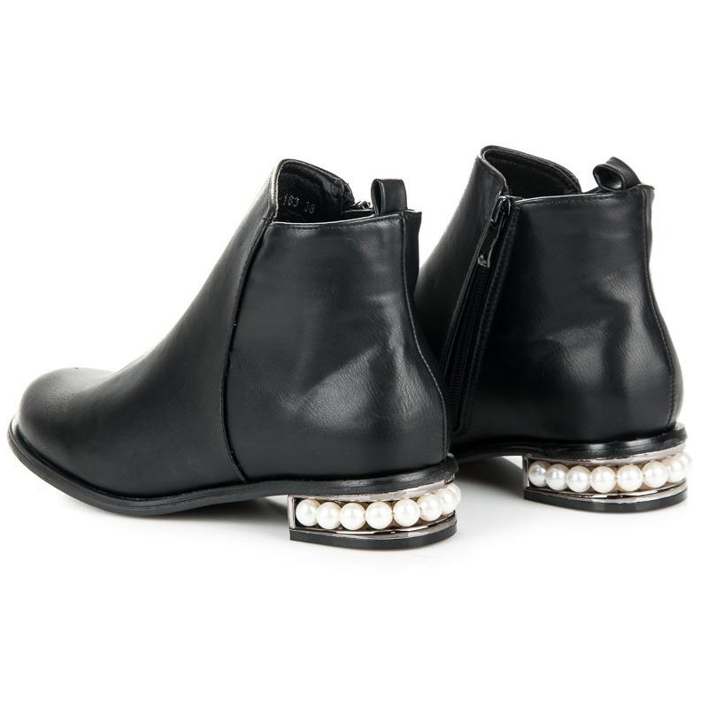 ... Nadčasové černé kotníkové boty s perličkami 0dbf95a0c0