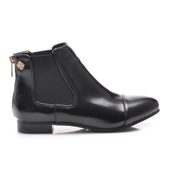 Perfektní černé kotníčkové boty s elastickými vsadkami