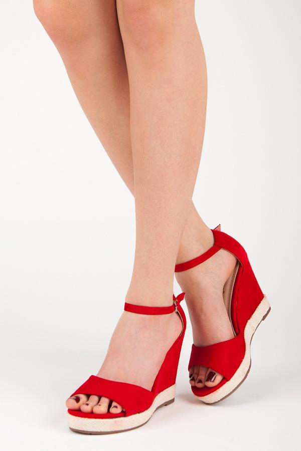 1525fae22d29 Pohodlné červené sandály na klínku