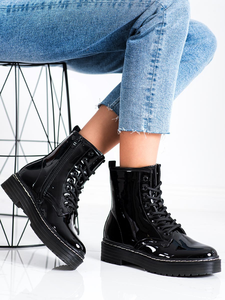 Pohodlné kotníčkové boty černé dámské bez podpatku
