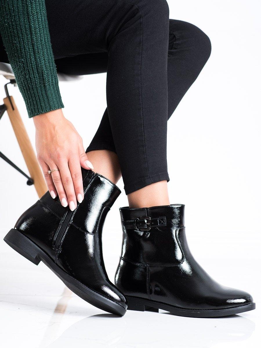 Praktické černé kotníčkové boty dámské na klínku