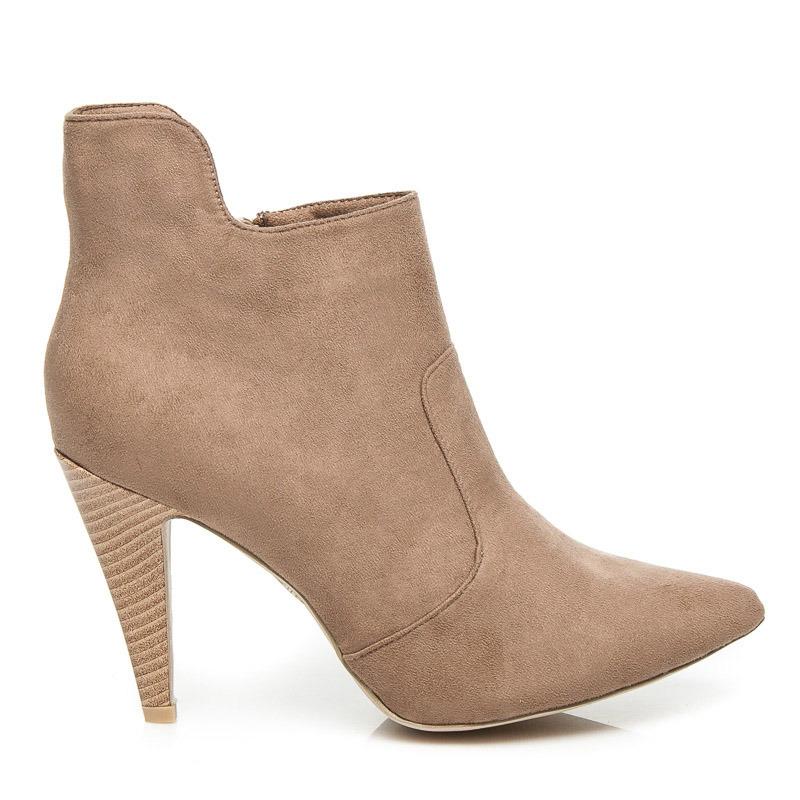 e5e05c0fbf77 Semišové kotníkové boty na jehlovém podpatku v béžové barvě